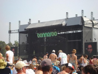 2006-06-17 Bonnaroo main stage Uhles.jpg